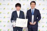 左から作画を担当した漫画家の羽賀翔一氏、編集担当の鉄尾周一氏(マガジンハウス取締役)