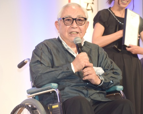 『第55回ギャラクシー賞授賞式』に車椅子に乗って登壇した倉本聰 (C)ORICON NewS inc.