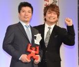 『第55回ギャラクシー賞授賞式』に出席した(左から)藤田社長、香取慎吾 (C)ORICON NewS inc.