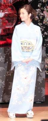 鮮やかなブルーの京友禅着物姿の上戸彩=水族アート展示会『アートアクアリウム』記者発表会(C)ORICON NewS inc.