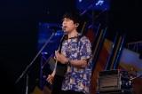 アミューズスペシャルバンドをバックに「海の声」を歌った高橋優(撮影:山川哲矢)