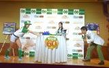 『エポック社 創業60周年記念イベント』に出席した(左から)関根勤、関根麻里、稲村亜美 (C)ORICON NewS inc.