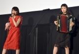 主題歌を披露したチャラン・ポ・ランタン(左から)もも、小春=映画『キスできる餃子』の完成披露舞台あいさつ(C)ORICON NewS inc.