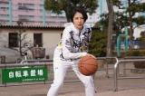 『コンフィデンスマンJP』第10話でバスケットボールをする長澤まさみ(C)フジテレビ