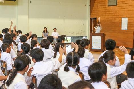 河島気象予報士の講義で盛り上がる江戸川区立二之江中学校の生徒たち (C)oricon ME inc.