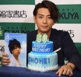 写真集『&』お渡し会で誕生日ケーキに大喜びの三浦翔平 (C)ORICON NewS inc.