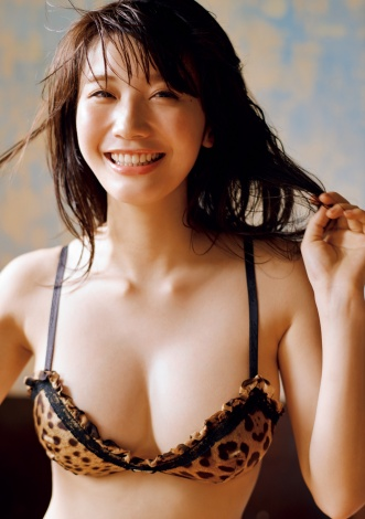 サムネイル 『週刊プレイボーイ』25号の表紙を飾った小倉優香 (C)熊谷貫/週刊プレイボーイ
