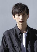 ドラマ『サバイバル・ウェディング』に出演する吉沢亮