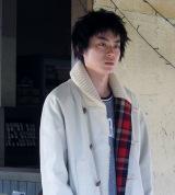母の死を受け入れられず、自堕落な生活を送る弟を演じる菅田将暉=映画『星ガ丘ワンダーランド』