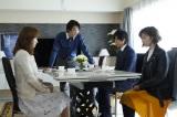 第4話より。杏寿&純平を井筒家に呼びつけ、里奈も交えた地獄の四者会議を始める渡(C)テレビ朝日