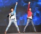 変身シーンを披露した(左から)小池亮介、平田雄也