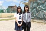 (左から)ドラマ『チア☆ダン』主人公を演じる土屋太鳳とチアダンス部のコーチを演じる広瀬すず(C)TBS