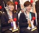 『平成29年度JOCスポーツ賞 表彰式』に出席した(左から)奥原希望、小平奈緒 (C)ORICON NewS inc.