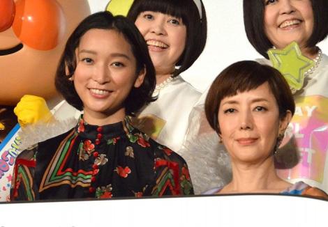 サムネイル (前列左から)杏、戸田恵子=映画『それいけ!アンパンマン かがやけ!クルンといのちの星』完成披露舞台あいさつ (C)ORICON NewS inc.