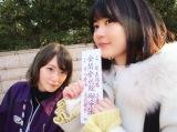 京都旅行を楽しむ生駒里奈(左)と生田絵梨花(撮影/星野みなみ)=『乃木撮』より
