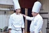 7月6日放送、NHK総合『LIFE!〜人生に捧げるコント〜』より。健太郎出演のコント「名物 極厚ステーキ」の一コマ(C)NHK