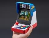 どこでもゲームを楽しめるコンパクトサイズ=「NEOGEO mini」今夏の発売が決定