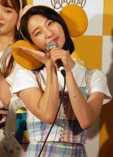 ウインクを披露するビニ=「OH MY GIRL BANHANA」日本デビュー記者会見の模様 (C)ORICON NewS inc.