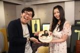 サプライズケーキが登場し喜ぶ(左から)小野友樹、大坪由佳 (C)ORICON NewS inc.