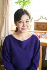 財前孝史(清水尋也)の母・財前律子役の芳本美代子(C)「インベスターZ」製作委員会
