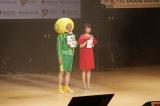 『LOVE in Action Meeting』でMCを努めた(左から)山本シュウ、小林麻耶