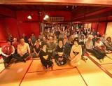 金沢ひがし茶屋街の「懐華樓」で女将を務める馬場華幸さん(写真中央)