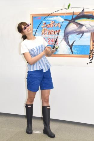 船酔い防止で購入したメガネを着用して撮影=『ニッポンを釣りたい! 巨大マグロに挑む! 釣り好き芸能人』記者会見 (C)ORICON NewS inc.