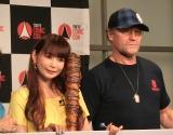 (左から)中川翔子、マイケル・ルーカー (C)ORICON NewS inc.