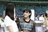 STU48 2ndシングルセンターの瀧野由美子(左)とキャプテンの岡田奈々