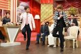 King & Princeの岸優太が太川陽介と「Lui-Lui」ダンス=6月19日放送、『100年先まで残したい日本の名曲3時間SP』(C)テレビ東京