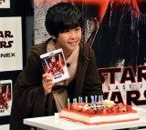14歳の誕生日を祝福するケーキが登場 (C)ORICON NewS inc.