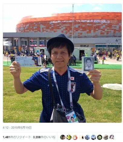 大杉漣さんの写真とともに日本代表を応援した勝村政信(写真は『FOOT×BRAIN』公式ツイッターより) (C)ORICON NewS inc.