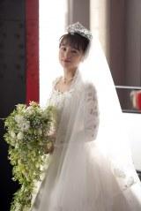 連続テレビ小説『半分、青い。』第71回で登場するウエディングドレス姿のユーコ(清野菜名)(C)NHK