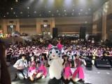5人組アイドルグループ・Wi-Fi-5と一緒に、タイ・バンコクで『Asia Comic Con 2018』ステージイベントに登壇(C)こなみかなた・講談社/こねこのチー製作委員会