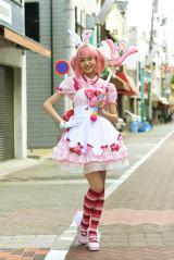 高橋ひかるが日本テレビ系連続ドラマ『高嶺の花』でコスプレ少女に変身 (C)日本テレビ