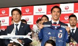 『FIFA ワールドカップ ロシア大会』出発セレモニーで決意表明(左から)西野朗監督、長谷部誠主将 (C)ORICON NewS inc.