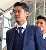 チャーター便へ向かう香川真司選手 (C)ORICON NewS inc.