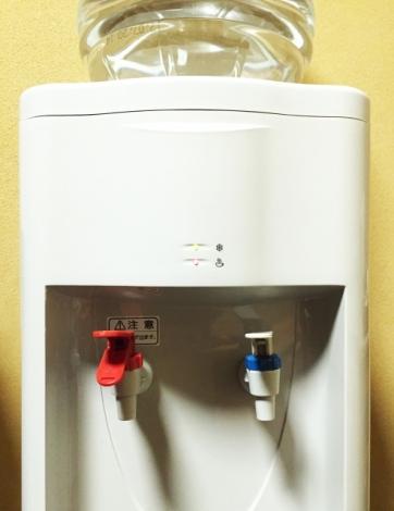 すぐに温水や冷水が出せるウォーターサーバー。内部の仕組みとは(写真はイメージ)