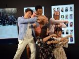 「#だれでもダンス」動画を撮影するダチョウ倶楽部とエリカ&マリナ (C)ORICON NewS inc.