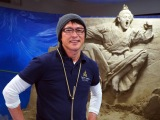 NHKスタジオパークで開催中の『大河ドラマ「西郷どん」の世界展』に展示されている「西郷どん」砂像を制作した茶圓勝彦さん (C)ORICON NewS inc.