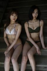 『週刊プレイボーイ』でグラビアを披露するalom(左から)小室さやか、寺田真奈美