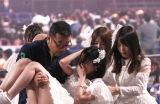 スタッフに抱きかかえられて退場したSKE48・松井珠理奈 撮影:estudio pepe 神田有希(C)oricon ME inc.