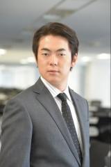 TBS系連続ドラマ『義母と娘のブルース』に出演する村本大輔(ウーマンラッシュアワー)(C)TBS