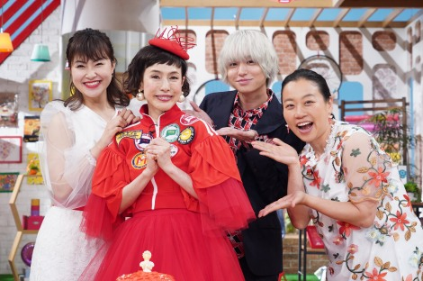 日本テレビ系トークバラエティー『メレンゲの気持ち』MCの久本雅美の還暦祝い(左から)村上佳菜子、久本雅美、伊野尾慧、いとうあさこ (C)日本テレビ