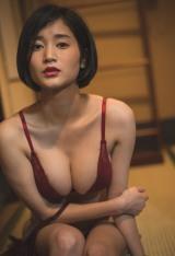 初のデジタル写真集『出口亜梨沙 ずぶ濡れ報告。』を発売した出口亜梨沙 (撮影/藤本和典)