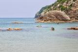 浦富海岸でカヌーを体験するガチャピン(C)フジテレビ