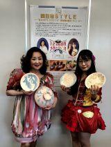 「みえの国観光大使」あべ静江(左)も絵付けに参加した
