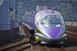 5月に惜しまれながら運行を終了したエヴァンゲリオン新幹線こと「500 TYPE EVA」(c)プロジェクト シンカリオン・JR-HECWK/超進化研究所・TBS (c)カラー