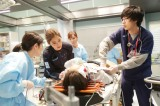 スピンオフドラマ『コード・ブルー -もう一つの日常-』第5回に出演する(左から)新木優子、成田凌(C)フジテレビ