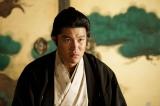 大河ドラマ『西郷どん』第26回「西郷、京へ」(7月15日放送)より。薩摩に戻った吉之助(鈴木亮平)は、一蔵(瑛太)の求めに応じ京へ向かい、慶喜(松田翔太)と再会する(C)NHK